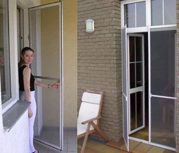 Москитные сетки на двери поворотные на петлях, самый удобный.